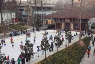 Türkiye'nin En Büyük Açık Hava Buz Pistinde Eğlence Başladı!