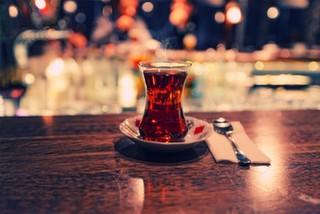 Sohbetin Yanına Çok İyi Gider: Bi Demli Çay?