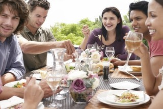 Tanımadığınız Birinin Akşam Yemeğine Konuk Olmak İster Misiniz?