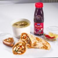 Dilim tavuk bonfile parçaları, közlenmiş domates, tereyağlı domates sos, turşu, sumak, seçeceğiniz malzemeler ile