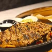 Izgara steak,Renkli biber,Soğan,Sour Cream,Salsa sos,Guacolome ve Tortilla ekmeği