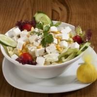 120 gr. Beyaz peynir, mevsim yeşillikleri, çeri domates, mısır, salatalık.