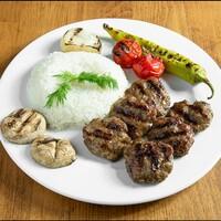 Közlenmiş Domates , Biber , Pilav / Grilled Meat Balls Roasted tomatoes, Pepper, Rice