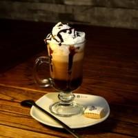 Süt, espresso, yoğun süt köpüğü