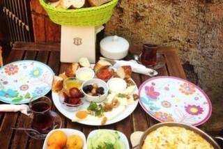 Süt Yumurta Reçel, Osmanağa