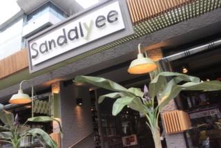 Sandalyee