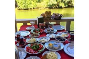 Tree Tops Park Restaurant'tan Leziz Köy Kahvaltısı ve Kano Keyfi