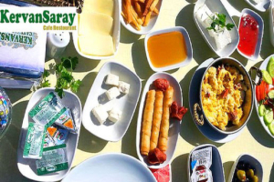 Kervansaray Cafe'de Göl Kenarında Serpme Kahvaltı Keyfi