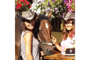 Atlıtur'dan Doğum Günlerinde At İle Doğada Gezinti ve Pasta Kesimi