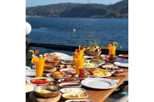 Göze Sarıyer Teras'tan Denize Nazır Serpme Kahvaltı