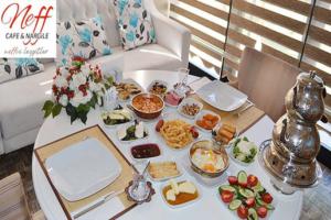 Keçiören Neff Cafe'nin Yaz Bahçesinde Serpme Kahvaltı Keyfi