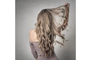 Salon Ay Saç Tasarım'da 100 Adet Saç Mikro/Boncuk Kaynak Uygulamaları