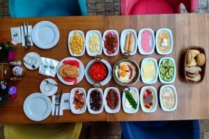 Şehr-i Bahçem Cafe & Restaurant'tan Nefis Kişi Başı Serpme Kahvaltı