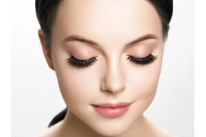 Perlavista AVM Club Perla Beauty Center'dan Kirpik Linfting Uygulaması