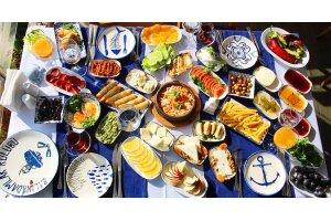 Caddebostan Türk Balıkadamlar Restaurant'ta Serpme Kahvaltı Keyfi
